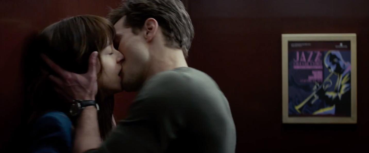 Beso ascensor Trailer 50 Sombras2