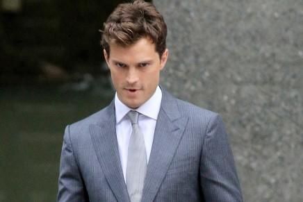 FOTOS RODAJE: Nueva escena con Christian Grey saliendo de sus oficinas
