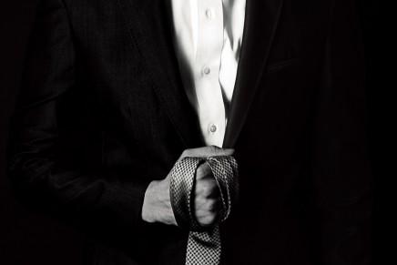 NUEVO PÓSTER de la película 50 Sombras con Christian Grey y su corbata