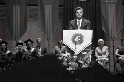 Primera imagen de Christian Grey en la graduación de Anastasia