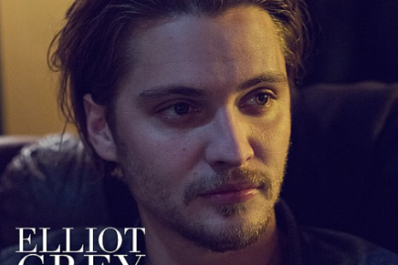 Still oficial de Elliot Grey