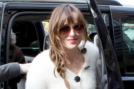 Dakota Johnson llegando a su hotel antes del estreno en NY