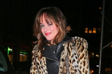 Dakota Johnson saliendo a cenar por Nueva York