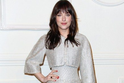 Dakota Johnson en la Métiere d'Art Collection de Chanel