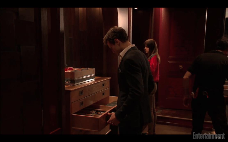Nuevo clip exclusivo el cuarto rojo 50 sombras spain for Cuarto rojo 50 sombras de grey