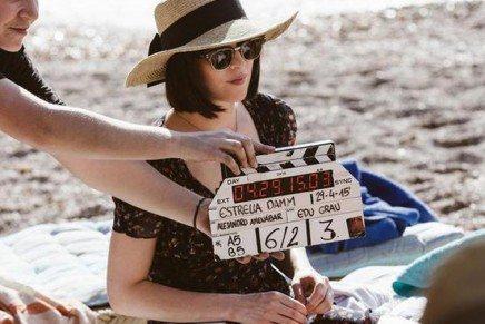 Dakota Johnson protagoniza el anuncio Mediterráneamente de Estrella Damm, rodado en Ibiza