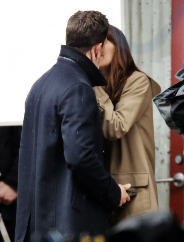 51987579 Stars spotted on the set of 'Fifty Shades Darker' in Vancouver, Canada on March 04, 2016. Stars spotted on the set of 'Fifty Shades Darker' in Vancouver, Canada on March 04, 2016. Pictured: Jamie Dornan, Dakota Johnson FameFlynet, Inc - Beverly Hills, CA, USA - +1 (310) 505-9876