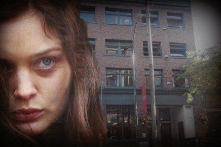 Detalles del rodaje de exteriores e interiores de hoy en el apartamento de Ana y Kate