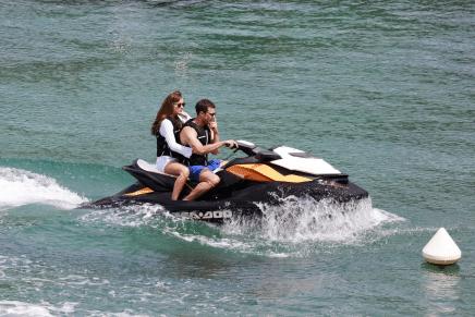 Primer rodaje en Francia: Christian y Anastasia en la playa
