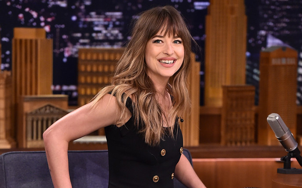 Dakota Johnson Jummy Fallon ene 18 crop