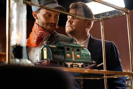 ¡Jamie Dornan en el cuarto de juegos de James Corden! ¿Qué pasará?